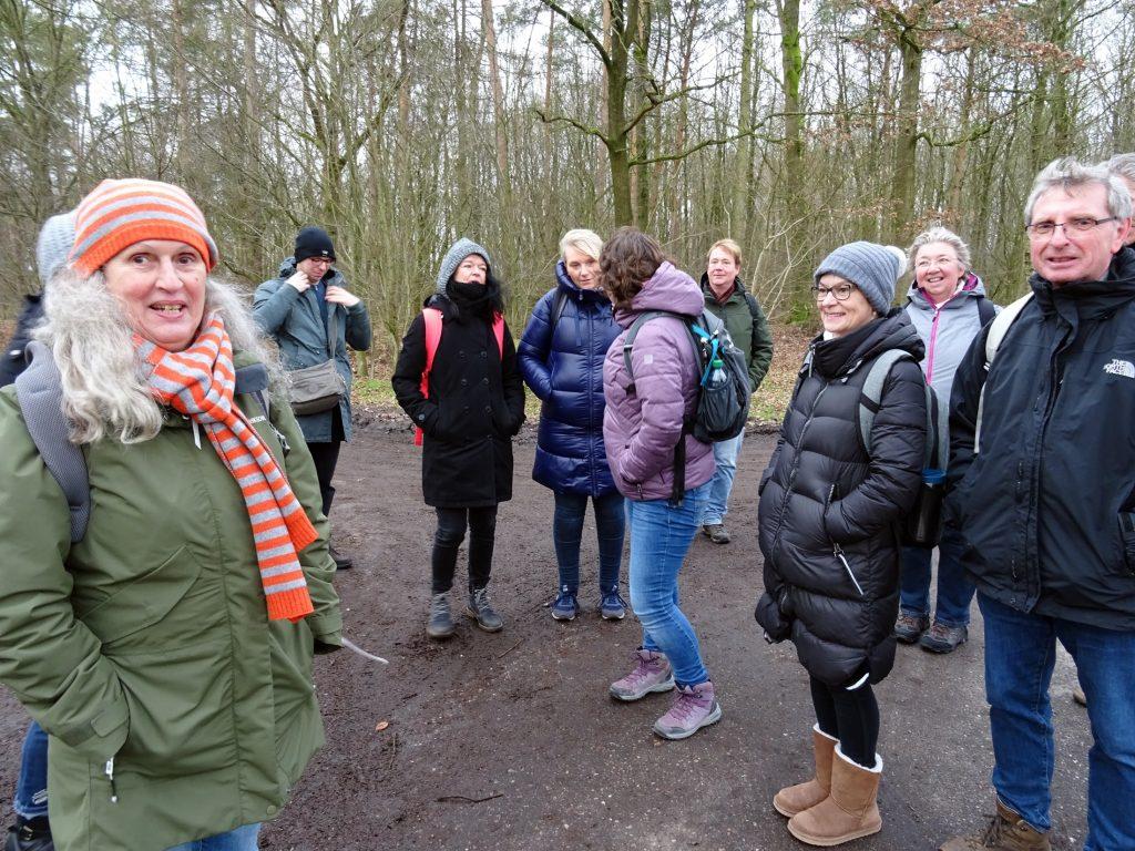 Auftakt zur Wanderung gen Nienwohlder Moor und Borsteler Forst mit Ziel Wirtshaus Oering zum Grünkohlessen. Eine jetztaberlos-Wandertour