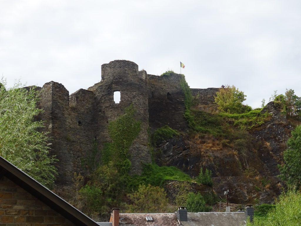 Die Ruine der Festung in La Roche en Ardenne. Sind wir von Singlewanderland Hamburg im Zuge unserer Wanderreise gewesen